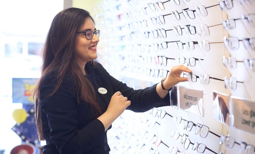 Newly-qualified optometrist helps shape pre-reg training
